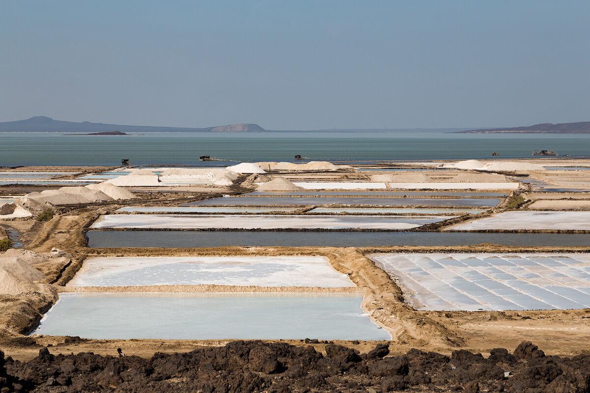 afdera-lake-salt-mine-danakil-afar-region-ethiopia-adventuresinethiopia