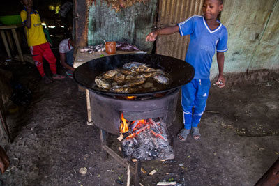 fish-fried-havassa-market-ethiopia-adventuresinethiopia