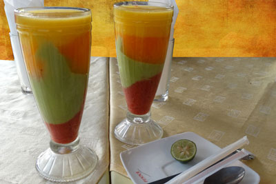 fresh-fruit-juce-ethiopia-adventuresinethiopia