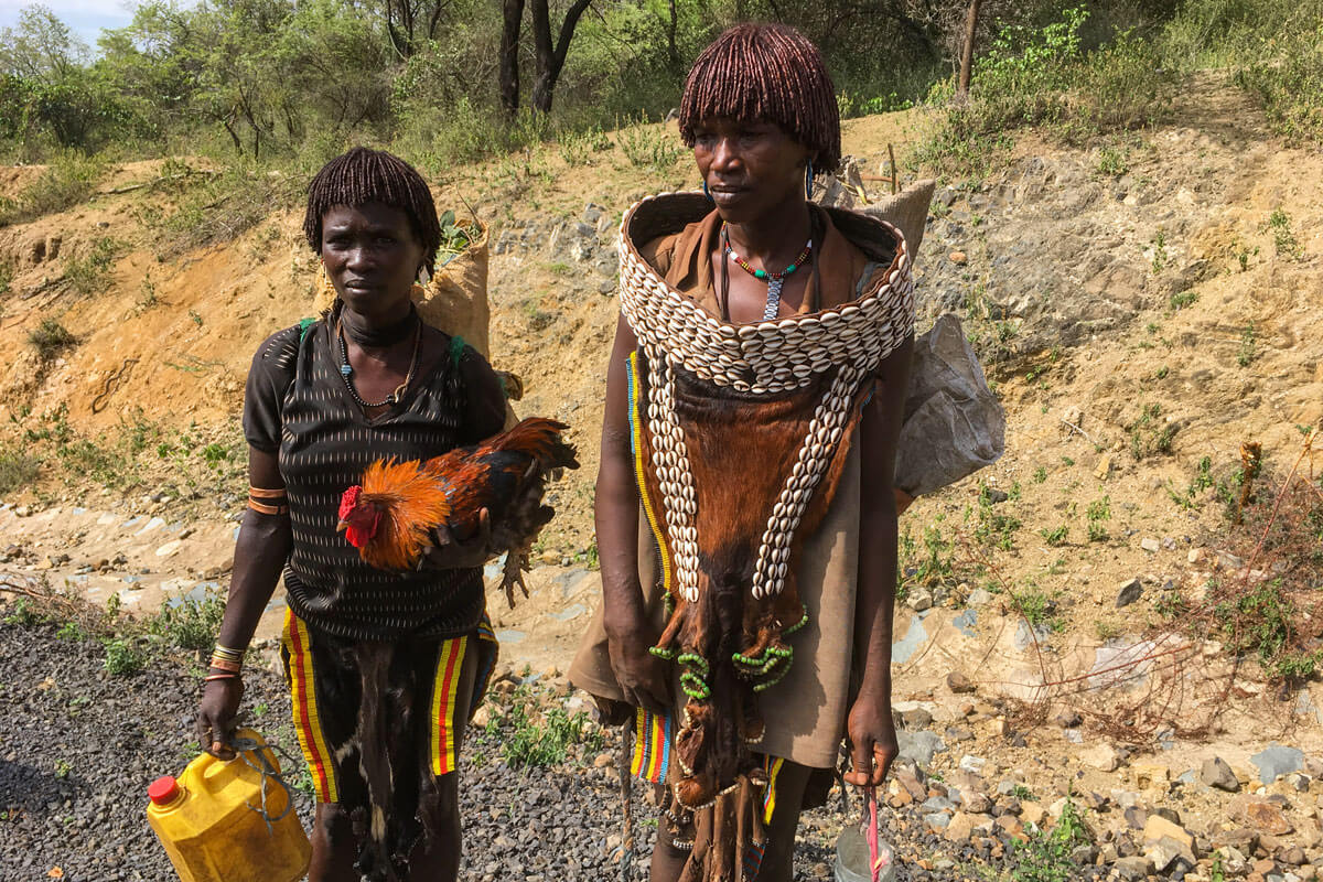 hamer-people-market-day-chicken-water-cann-road-omo-valley-tribe-ethiopia-adventuresinethiopia