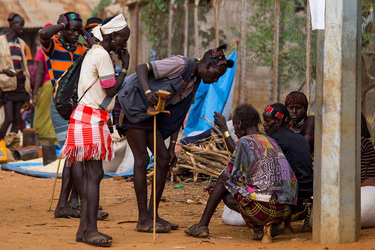 hamer-people-tribe-market-day-omo-valley-turmi-ethiopia-adventuresinethiopia-stick-chair-