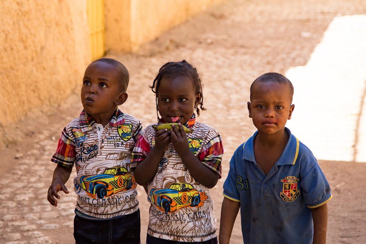 harara-street-kids-sweets-ethiopia-adventuresinethiopia