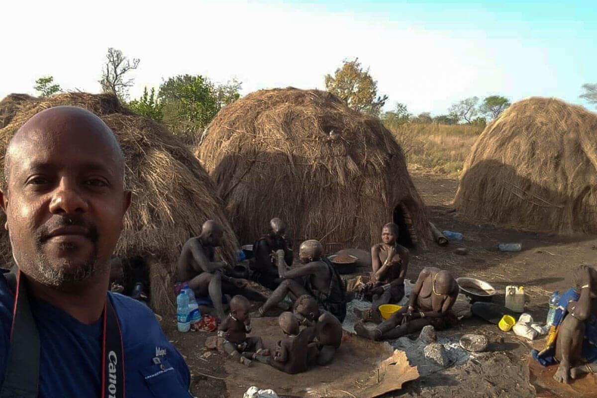 omo-valley-mursi-tribe-tourists-ethiopia-adventuresinethiopia