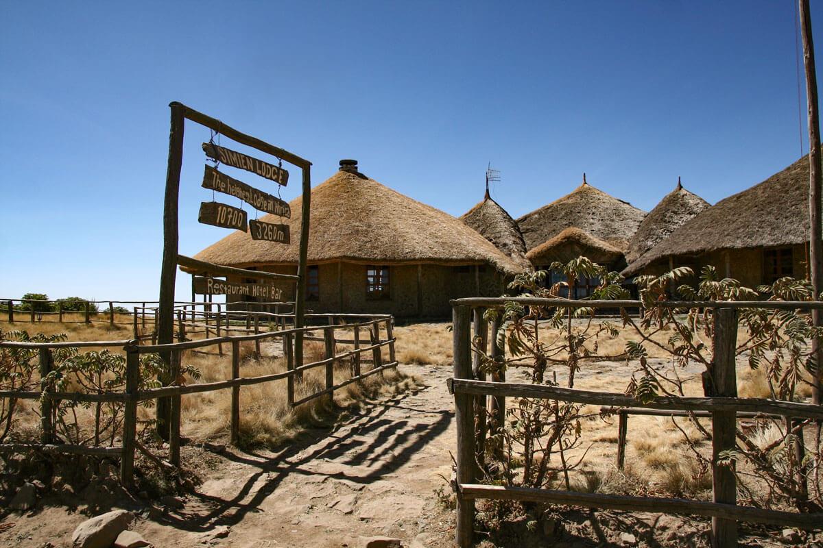 simien-lodge-treking-moutain-haiking-walking-ethiopia-adventuresinethiopia