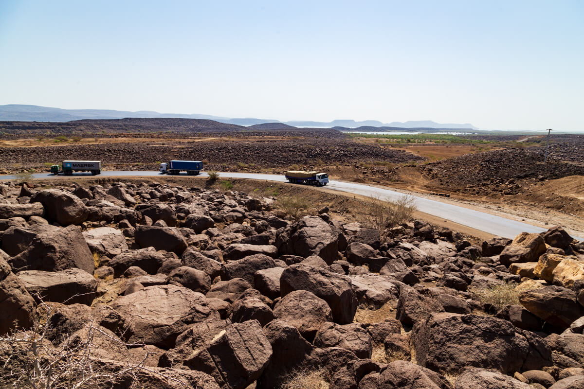 way-to-danakil-big-stones-truck-road-ethiopia-adventuresinethiopia