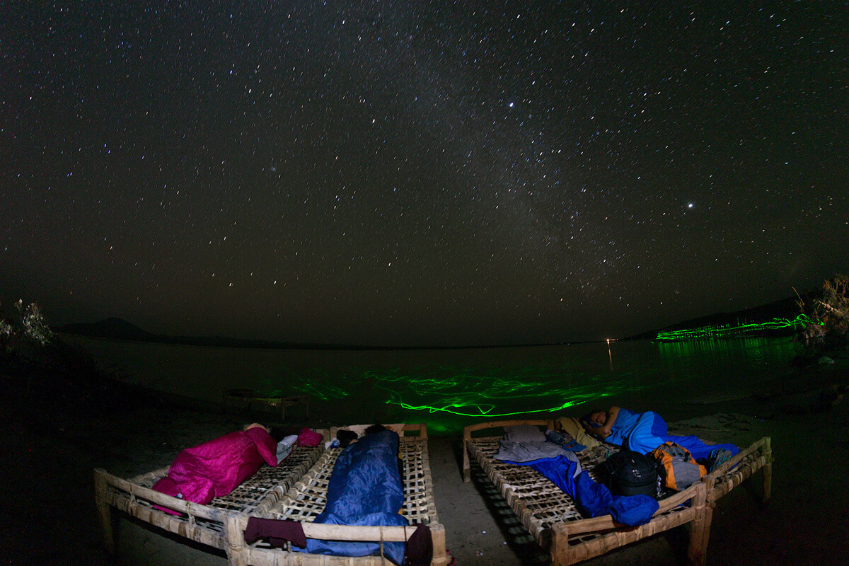 afdera-lake-camping-niht-bead-moon-stars-salt-hot-spring-ethiopia-danakil-adventuresinethiopia