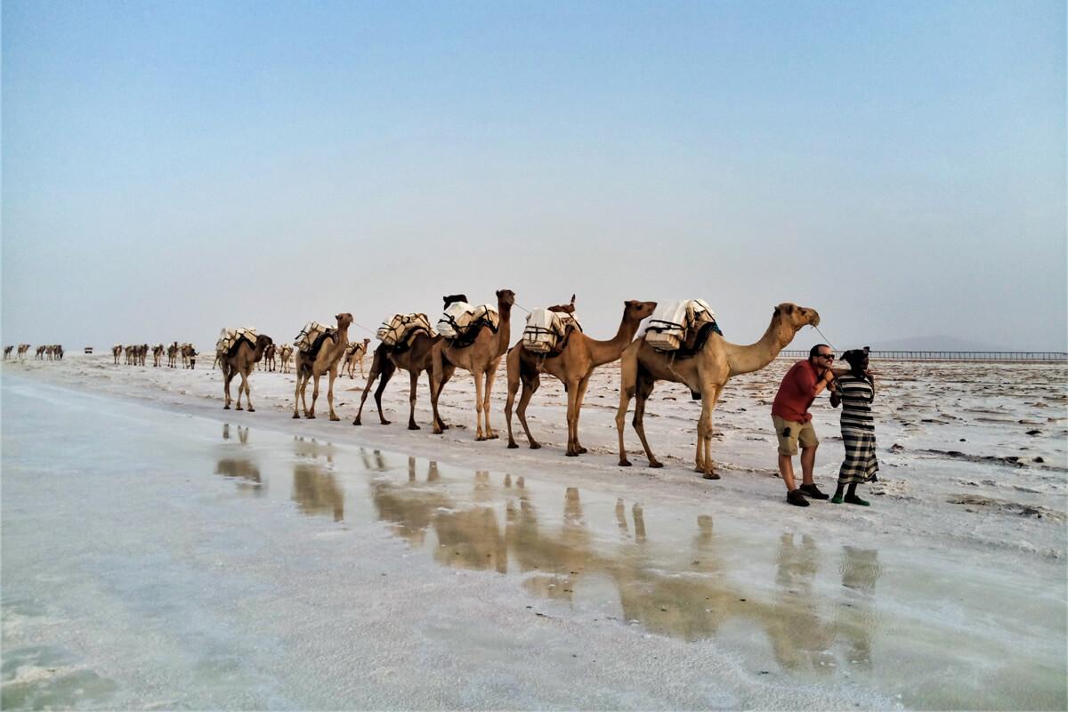 camel-caravan-salt-mine-water-market-