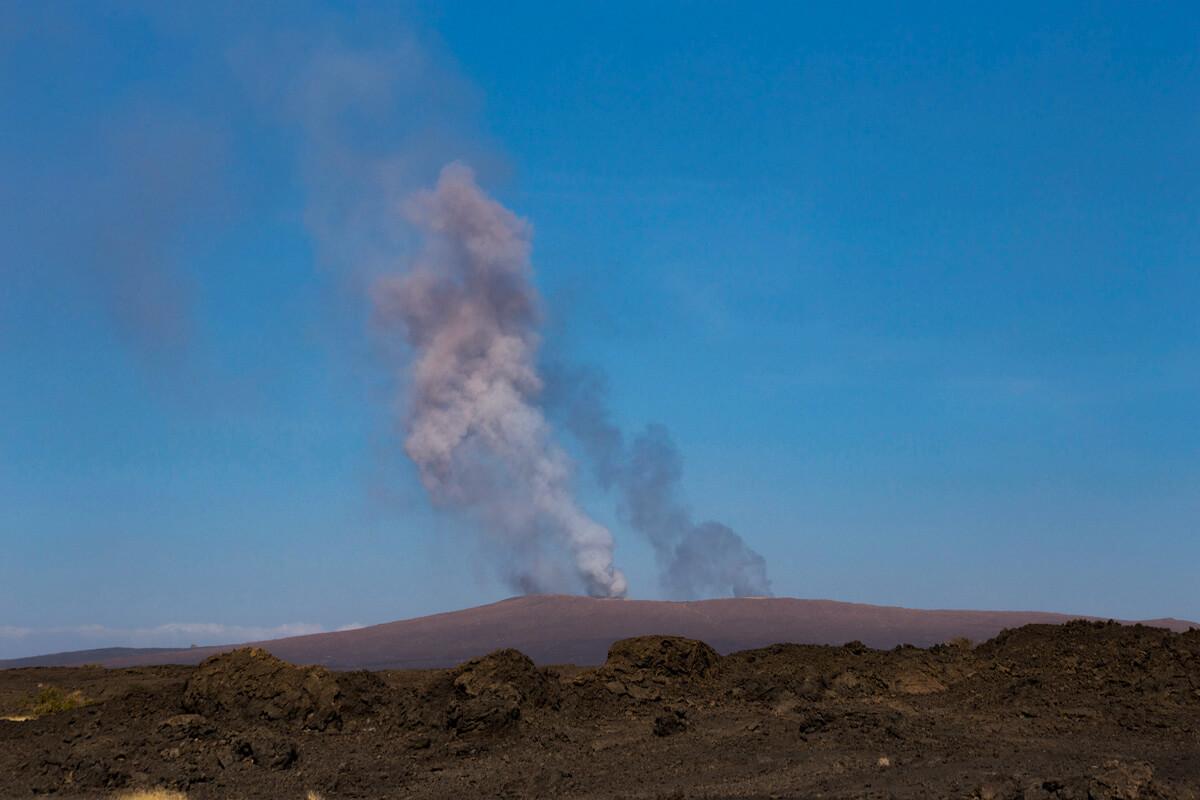 erta-ale-smoke-cloude-mount-lava-danakil-depresion-adventuresinethiopia
