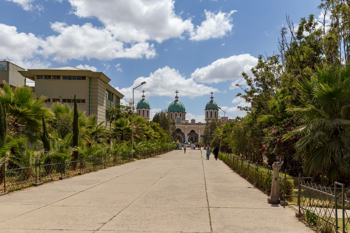 AddisAbaba_church_Medhanialem_new_city_main street_people_Africa_country_traveling_adventuresinethiopia