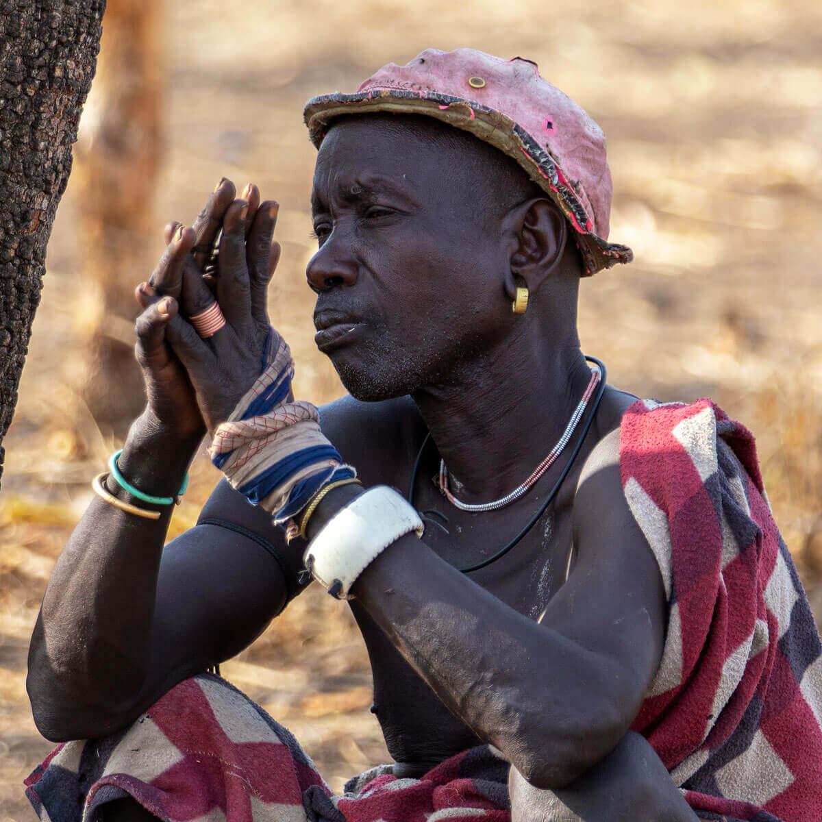 Ehiopia_Mursi_man_tribe_Surma_Suri_village_Jinka_Africa_traveling_tours_country_visiting_adventuresinethiopia