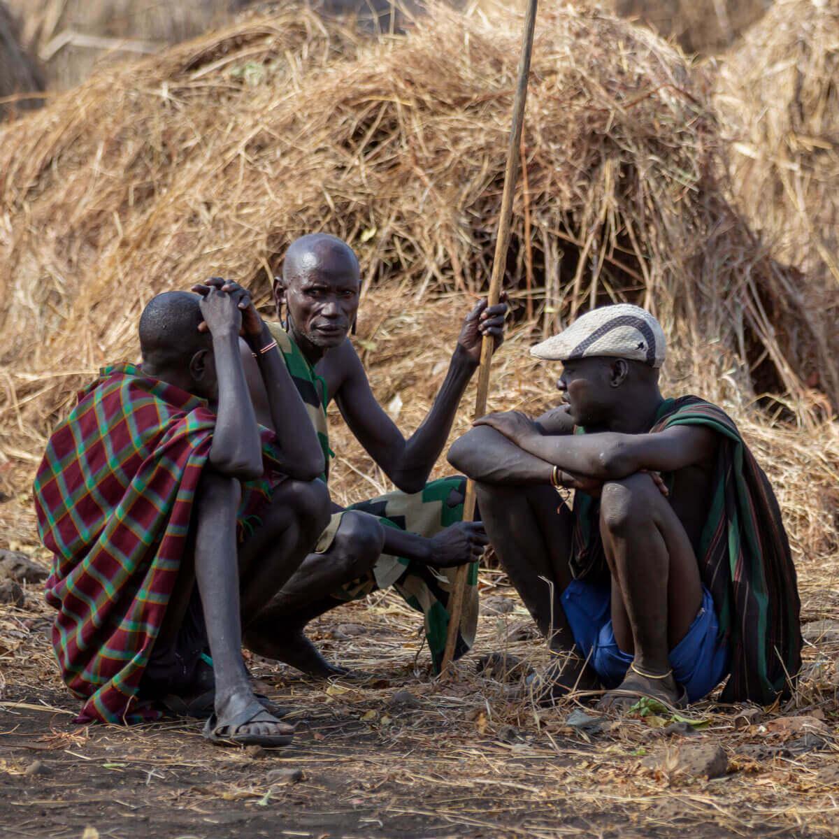 Ethiopia_adventures_traveling_Mursi_tribe_Jinka_Mago nationalpark_traveling_family_toru_Africa_country_religion_traditional_man_adventuresinethiopia